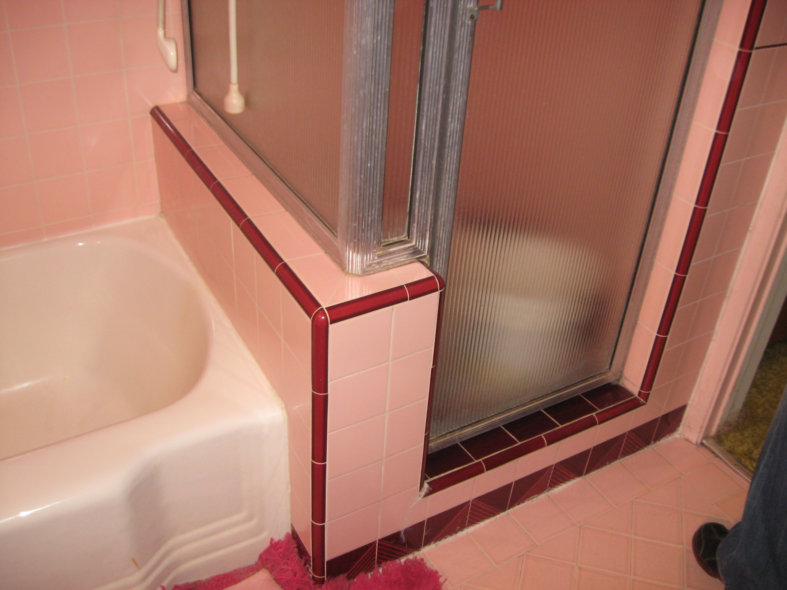 From pepto pink to classic cool platinum home staging 39 s for Bathroom 1950 style